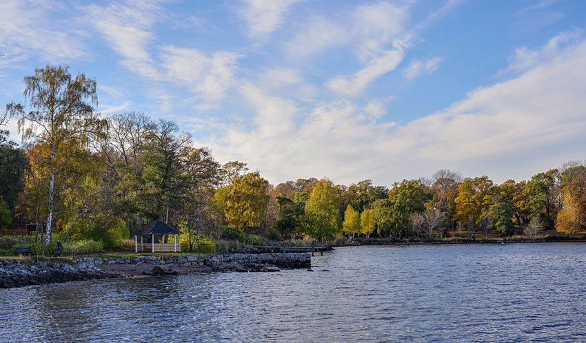 Djurgarden im Herbst (Bild: Arild Vågen, Wikimedia, CC)