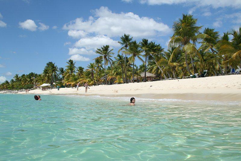 Strand auf der Insel Catalina, Dominicanische Republik (Bild: Niedźwiadek78, WIkimedia, GNU)
