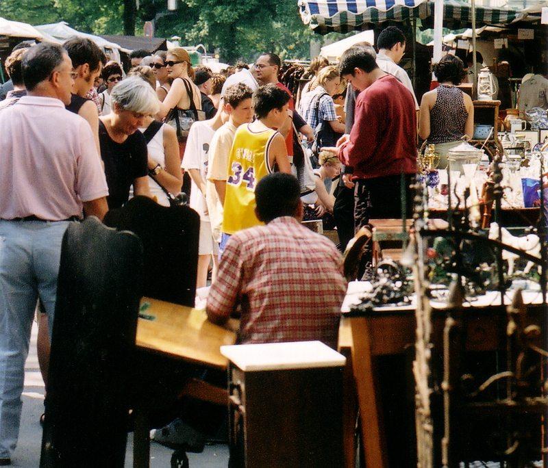 Der Flohmarkt an der Straße des 17. Juni (Bild: Mike Kaden, Wikimedia, CC)