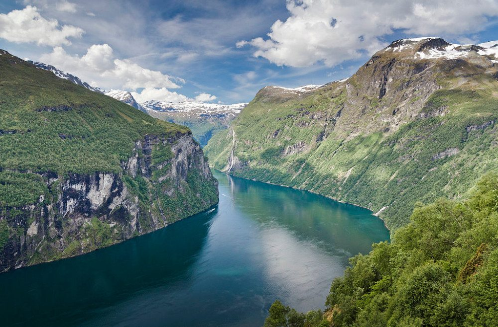 Blick von Ørnesvingen auf den Geirangerfjord (© Simo Räsänen / Wikimedia / CC)