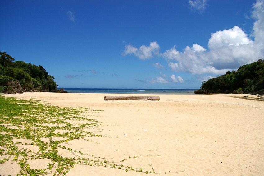 Strand auf Ishigaki-jima (Bild: ippei naoi, Wikimedia, CC)