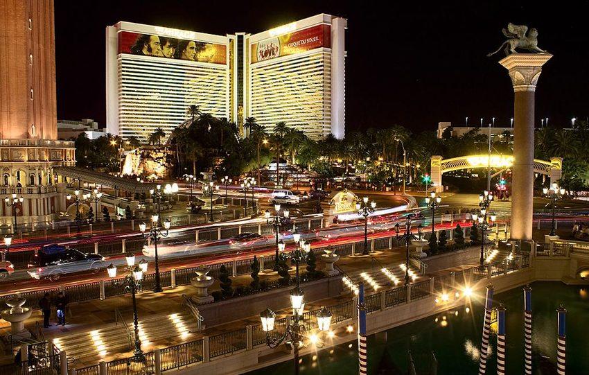 Las Vegas bei Nacht (Bild: Nicolas Vollmer, Wikimedia, CC) USA Reise