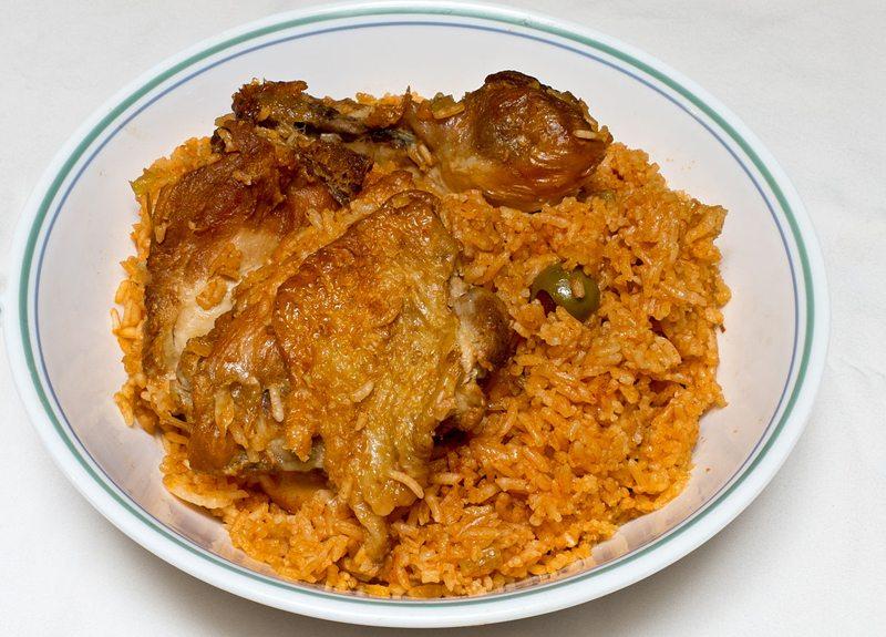 Locrio de Pollo – eines der typischen Gerichte der Dominikanischen Republik (Bild: Ll1324, Wikimedia, CC)