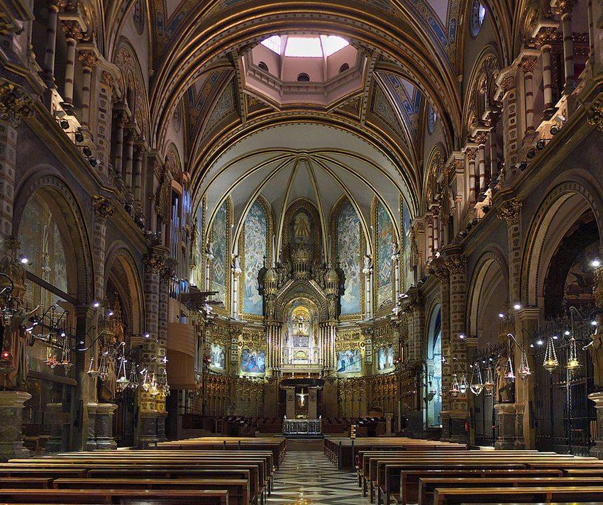 In der Basilika des Klosters Montserrat (Bild: Jose Luis Filpo Cabana, Wikimedia, CC)