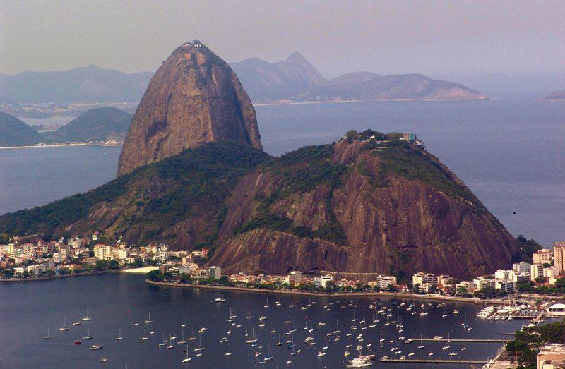 Halbinsel Urca, liebevoll als Zuckerhut bezeichnet (Bild: Cyro A. Silva, Wikimedia, CC)