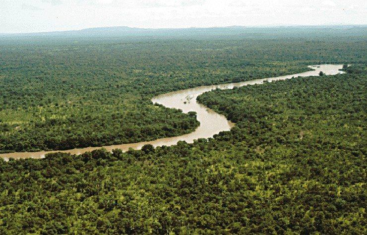 Gambier River im Nationalpark Niokolo-Koba (Bild: United States government, Wikimedia) Ferien Afrika