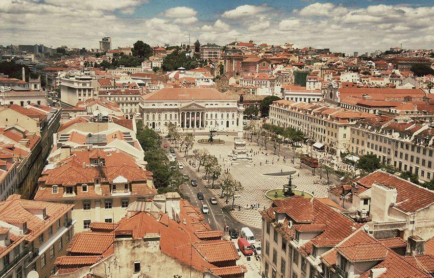 Der Rossio, offiziell Praça de D. Pedro IV, ist einer der drei wichtigsten innerstädtischen Plätze der portugiesischen Hauptstadt Lissabon. (Bild: BineHerzo, Wikimedia, CC)
