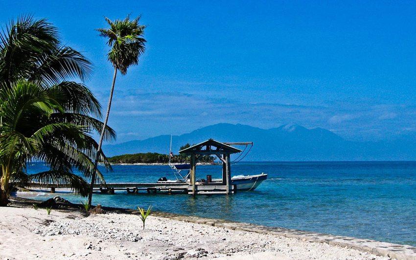 Strand von Cayos Cochinos (Bild: Hector Abouid, Wikimedia, CC)