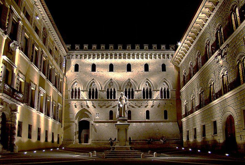 Piazza Salimbeni in Siena (Bild: Tango7174, Wikimedia, CC)