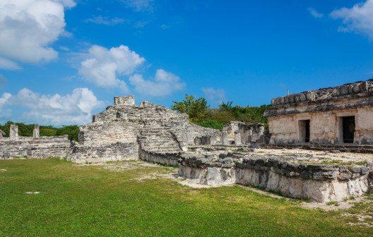 El Rey – Maya-Denkmal in Cancún (Bild: © achinthamb - shutterstock.com)