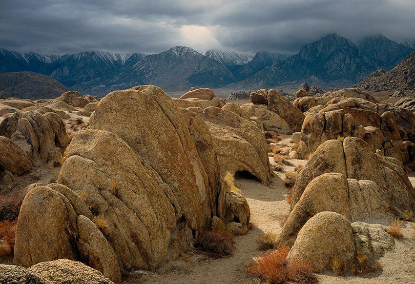 Die Landschaft bei Lone Pine (Bild: Doug Dolde, Wikimedia) USA Reise