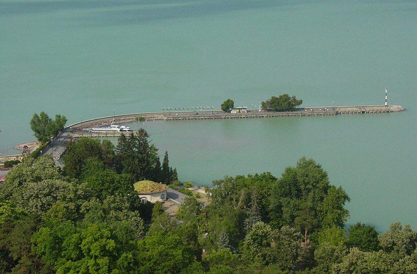 """Der See Balaton – das """"Ungarische Meer"""" (Bild: Stako, Wikimedia)"""