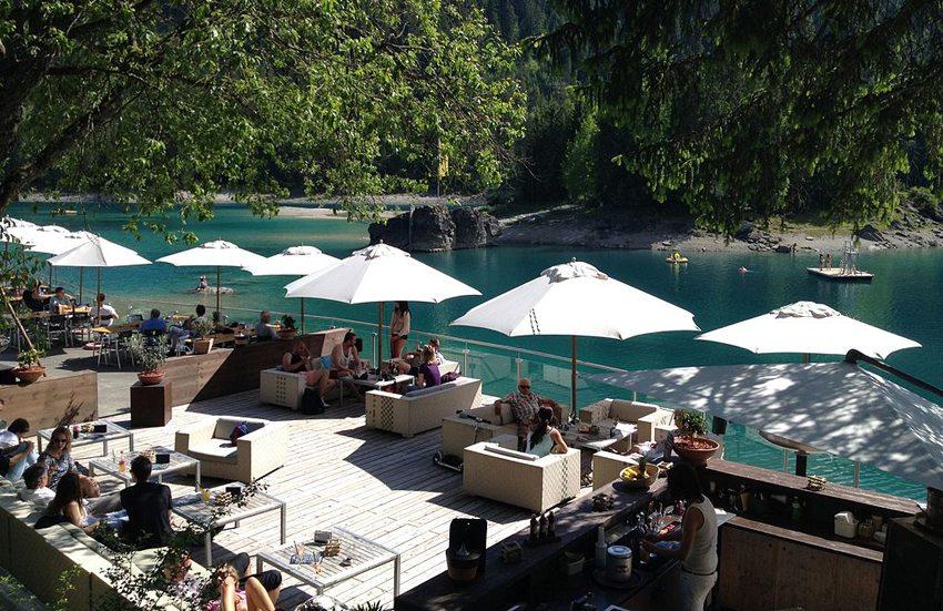 Restaurant am Caumasee (Bild: Parpan05, Wikimedia, GNU) seen in der Schweiz