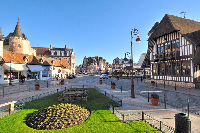 Deauville, Côte Fleurie (Bild: Viault, Wikimedia, GNU)