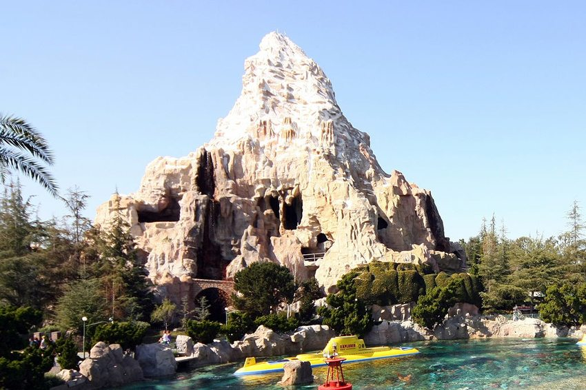 Matterhorn in Disneyland Park (Bild: User101002, Wikimedia, CC) USA Reise