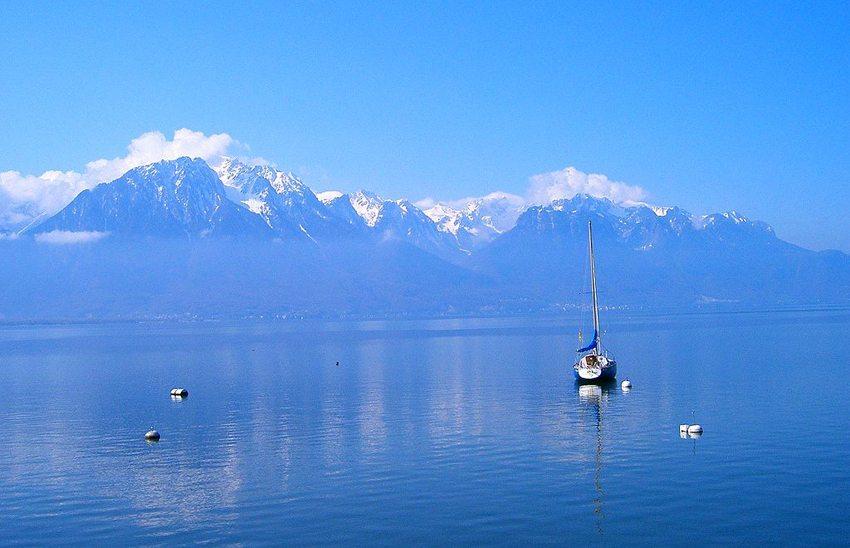 Blauer Traum am Genfer See (Bild: Pischdi, Wikimedia, CC) seen in der Schweiz