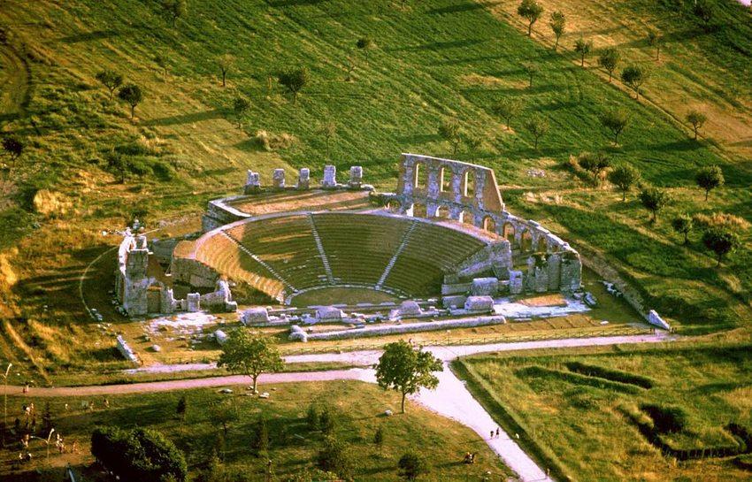 Anfiteatro romano von Gubbio (Bild: Celsius1, Wikimedia, CC)
