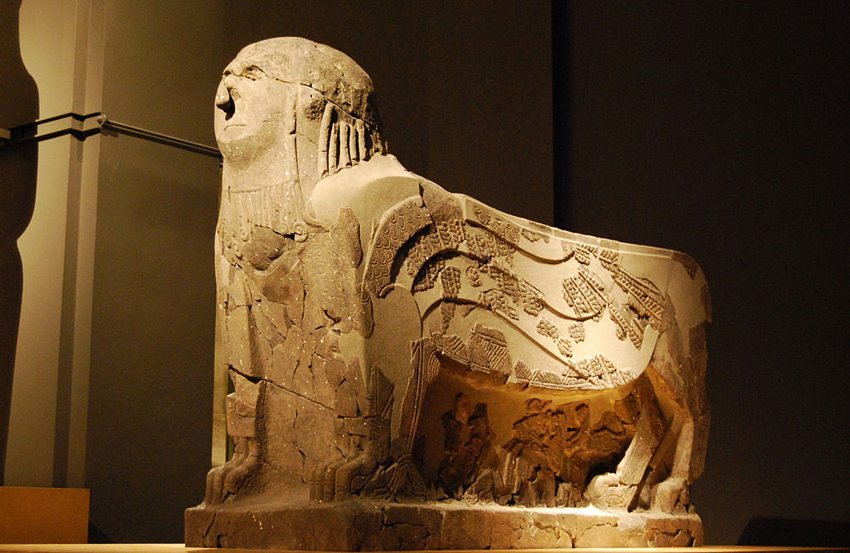 Skulptur aus dem Palast von Tell-Halaf  (Bild: MaryG90, Wikimedia, CC)