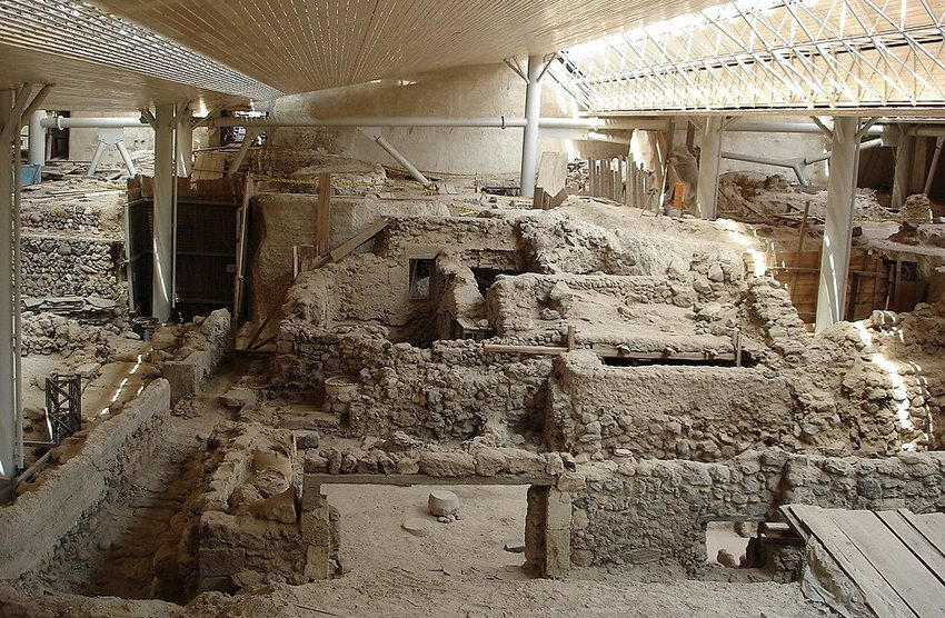 Ausgrabungsstätte bei Akrotiri, Santorin (Bild: Klearchoskapoutsis; Wikimedia, GNU)