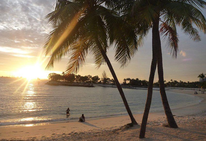 Strand auf Sentosa Island (Bild: Michael Spencer, Wikimedia, CC)
