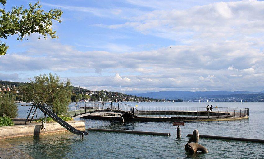 Tiefenbrunnen Lido in Zürich-Seefeld (Bild: Roland zh, Wikimedia, CC) seen in der Schweiz