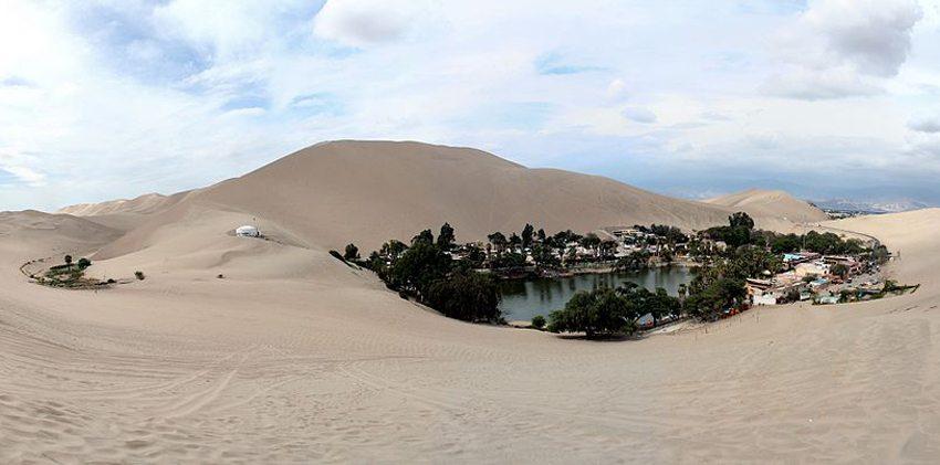 Oasis de Huacachina in Peru (Bild: Ingo Mehling, Wikimedia, CC)