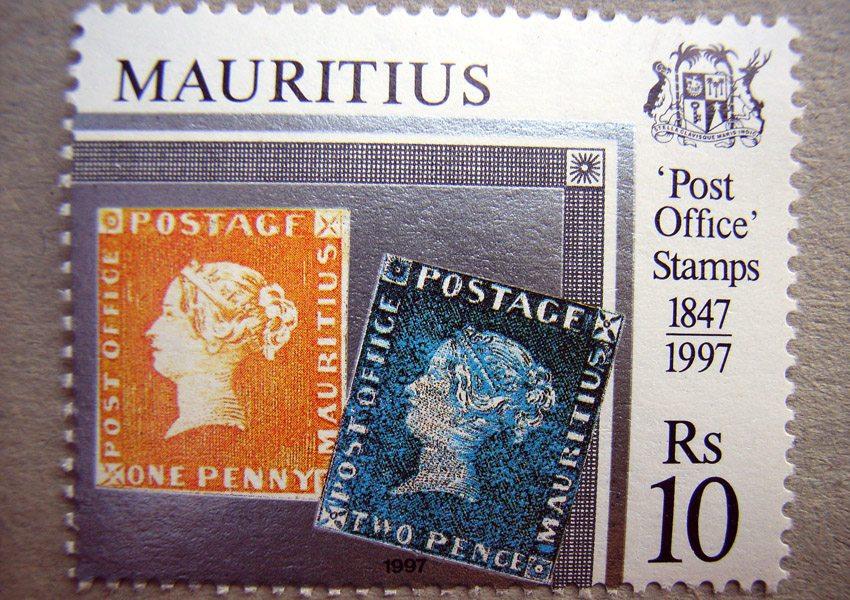 Orangefarbene und die blaue Mauritius (Bild: brit berlin / pixelio.de)