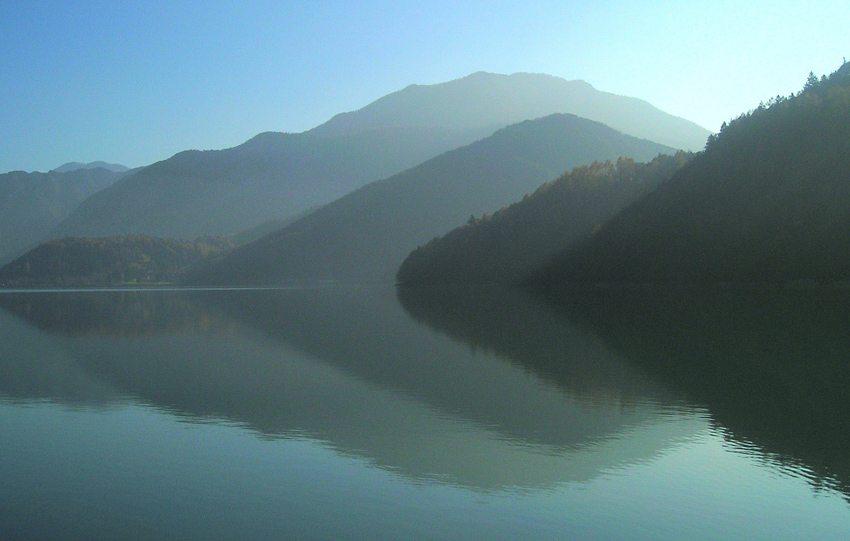 Morgen am Ledrosee (Bild: Peter Habereder  / pixelio.de)