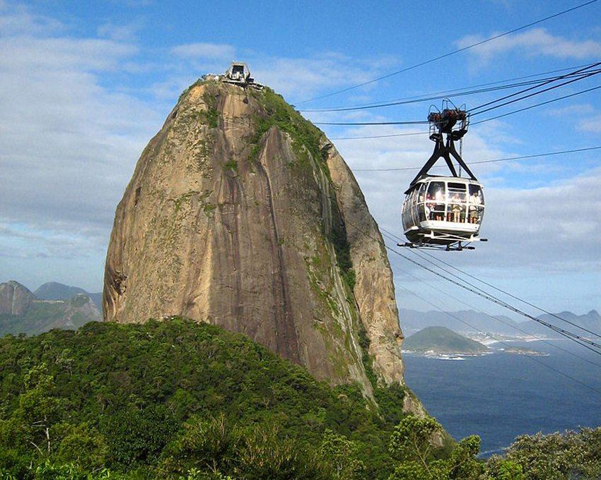 Seilbahn fährt zum Zuckerhut in Rio de Janeiro. (Bild: Wutzofant, Wikimedia, CC)
