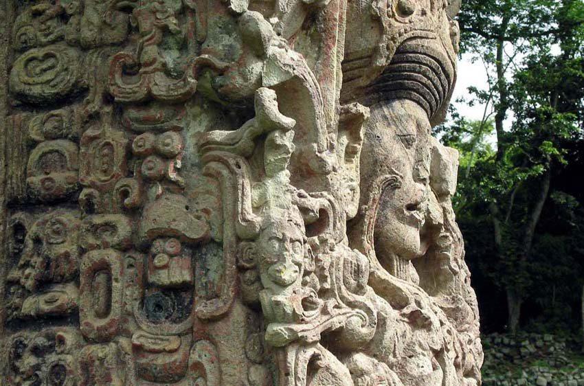 Copan Stela (Bild: Talk2winik, Wikimedia)