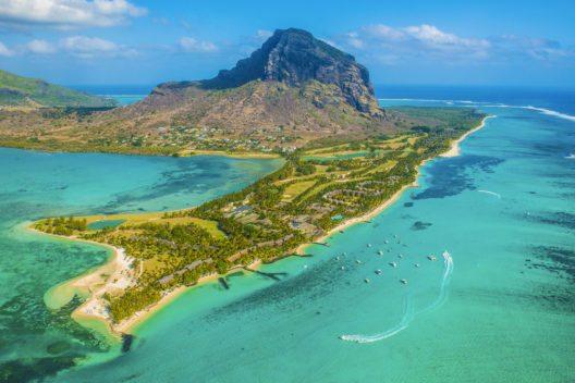 Mauritius ist wegen seiner Naturschönheiten als Reiseziel begehrt. (Bild: © Kirill Umrikhin - shutterstock.com)