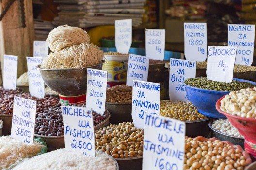 Auf dem Markt in Sansibar (Bild: © Curioso - shutterstock.com)