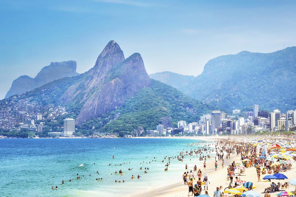 Beliebte Reiseziele sind in der Hochsaison oft überlaufen. (Bild: R.M. Nunes - shutterstock.com)