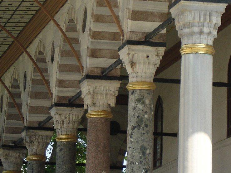 Vergoldete Säulen im Empfangssaal (© G.dallorto / Wikimedia)