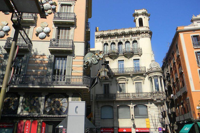 Im Barri Gòtic von Barcelona (Bild. Laslovarga, Wikimedia, CC)
