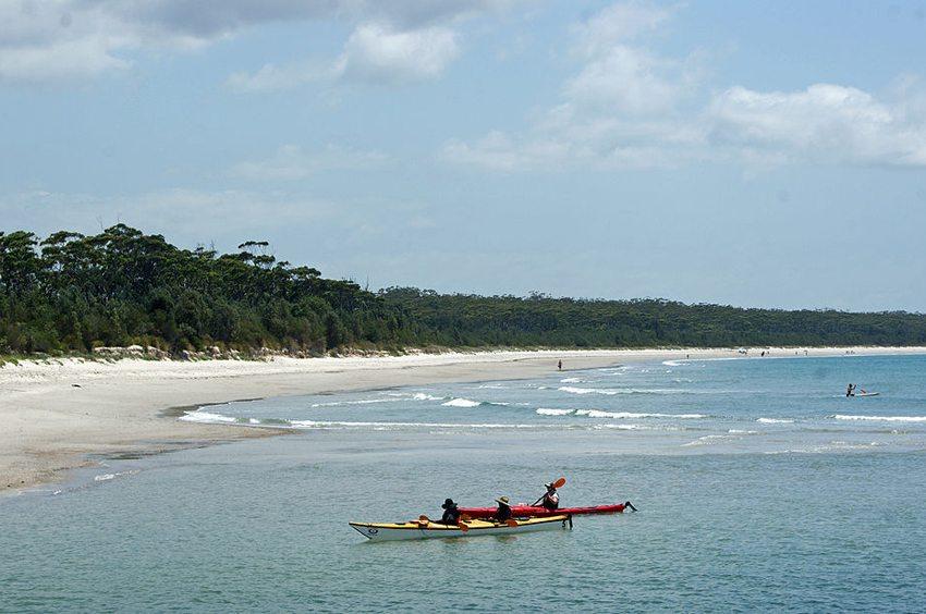 Beach North of Huskisson, Jervis Bay (Bild: albinfo, Wikimedia, CC)