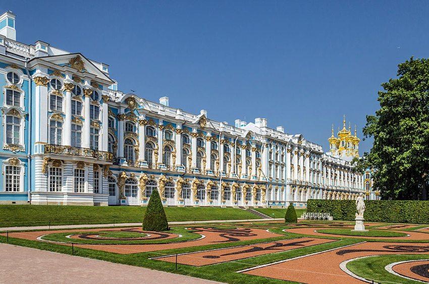 Katharinenpalast in Zarskoje Selo – Gartenansicht (Bild: Florstein, Wikimedia, CC)