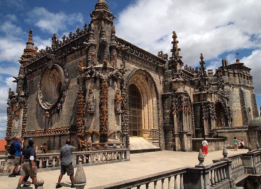 Das Christuskloster in Tomar – ein Beispiel der Manuelinik (Bild: paul Barker Hemings, Wikimedia, CC)