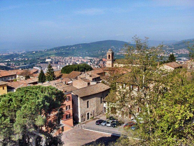 Blick auf Perugia und das Tiber-Tal (© Georges Jansoone / Wikimedia / CC)