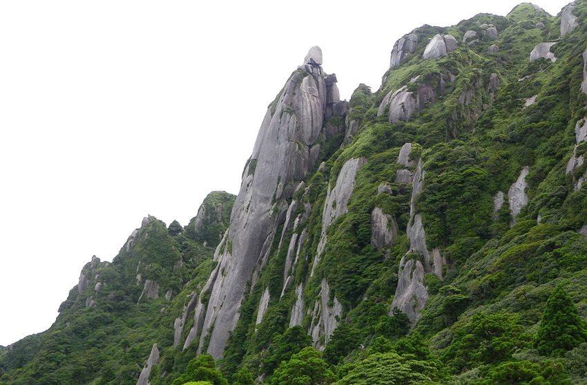 Rosoku-iwa Fels am Nagata Berg auf Yakushima (Bild: As6022014, Wikimedia, CC)