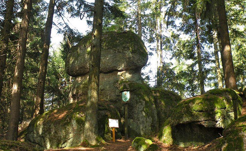 Naturdenkmal Einsiedlerstein im Naturpark Mühlviertel in der Marktgemeinde Sankt Thomas am Blasenstein im Bezirk Perg in Oberösterreich (Bild: Pfeifferfranz, Wikimedia, GNU)