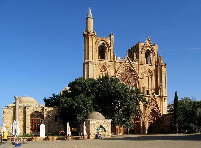 Lala-Mustafa-Pascha-Moschee, die ehemalige St. Nikolaos Kathedrale in Famagusta (Bild: Gerhard Haubold, Wikimedia, GNU)