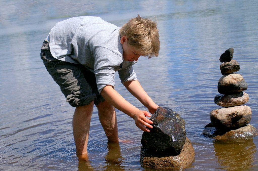 Kinder haben oft andere Interessen als Sightseeing (© Stephanie Hofschlaeger  / pixelio.de)