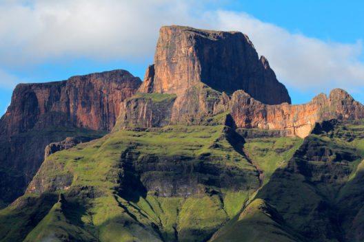 Der Name 'Drakensberge' ist Afrikaans und bedeutet übersetzt 'Drachenberge'. (Bild: © EcoPrint - shutterstock.com)