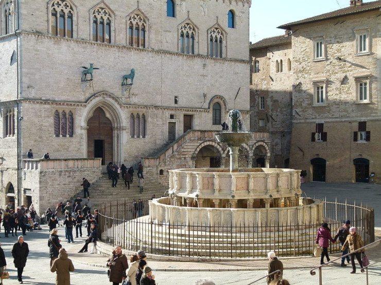 Perugias Schmuckstück: der Brunnen Fontana Maggiore (© The Polish / Wikimedia / CC)