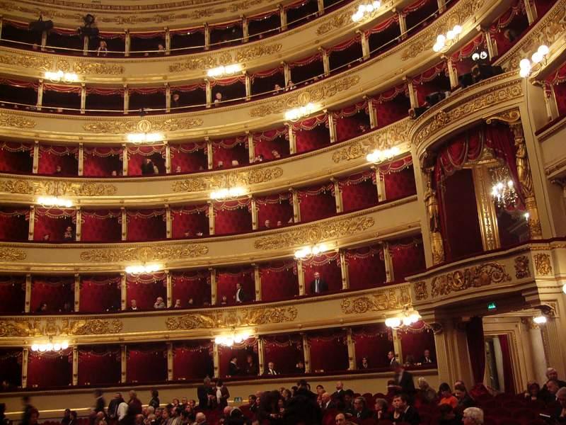 Die Scala – Blick in den Zuschauerraum (Bild: Stefan Neudeck, Wikimedia, GNU)