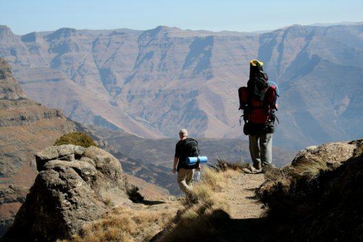Es gibt ein ausgedehntes Wanderwege-Netz mit Schwierigkeitsgraden für jeden Anspruch. (Bild: © Werner Gillmer - shutterstock.com)