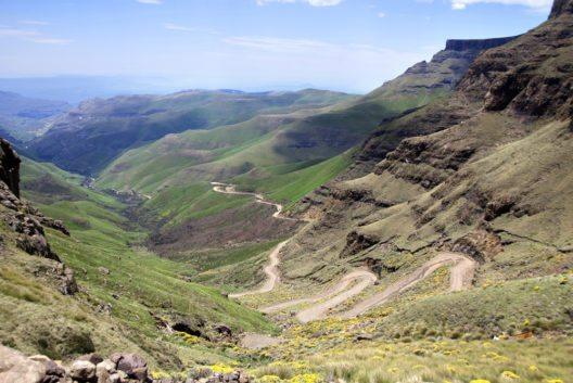 Der Sani-Pass, über den man in das benachbarte Lesotho gelangt. (Bild: © meunierd - shutterstock.com)