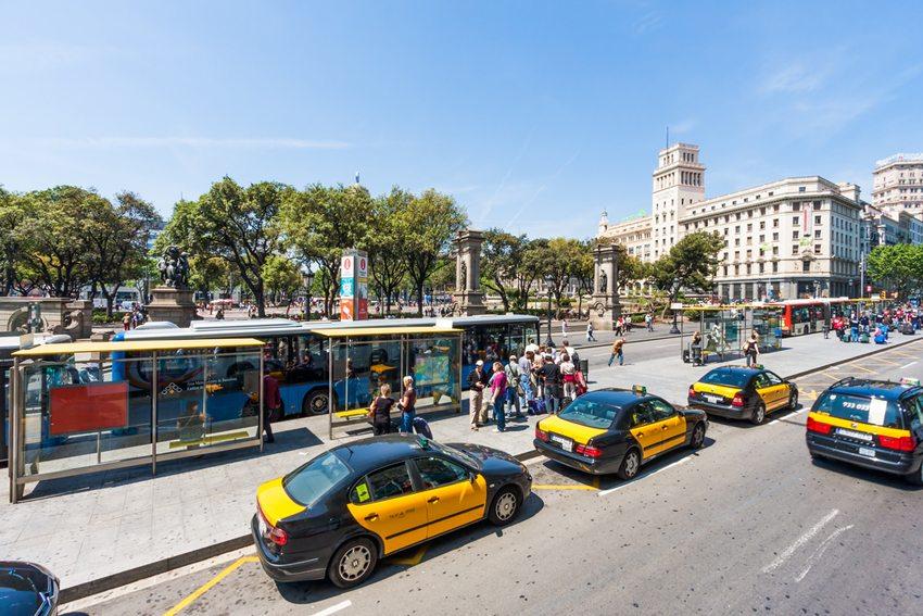 Eine Taxifahrt in Barcelona ist vergleichsweise günstig. (Bild: T.W. van Urk / Shutterstock.com)