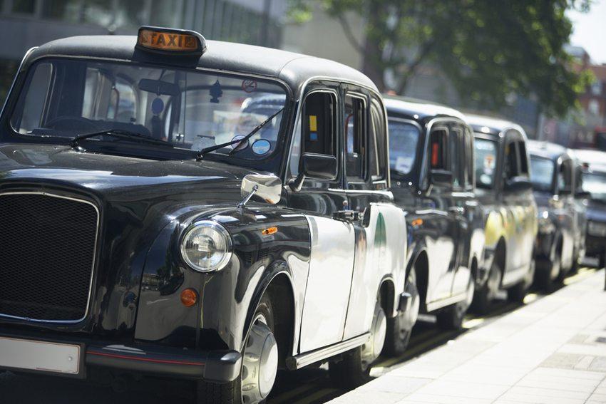 In London kostet eine Taxifahrt für eine drei Kilometer lange Strecke 10,80 Franken (Bild: Monkey Business Images / Shutterstock.com)